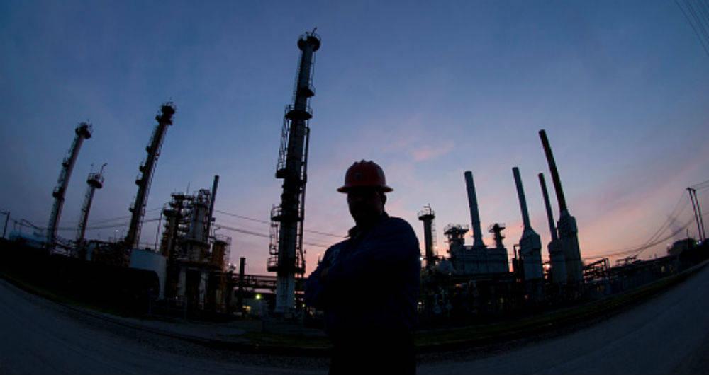 """La OPEP, aliada con diez de sus antiguos rivales, ha logrado en 2017 ver la """"luz al final del..."""
