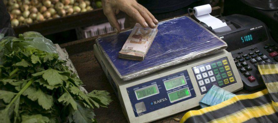 Las causas canónicas de la hiperinflación son la inyección descontrolada de...