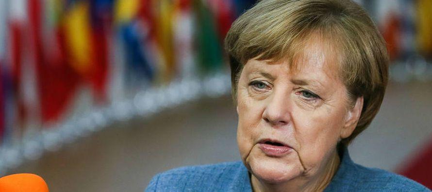En tanto, el 8 % de alemanes considera que Merkel debería dimitir a más tardar a...