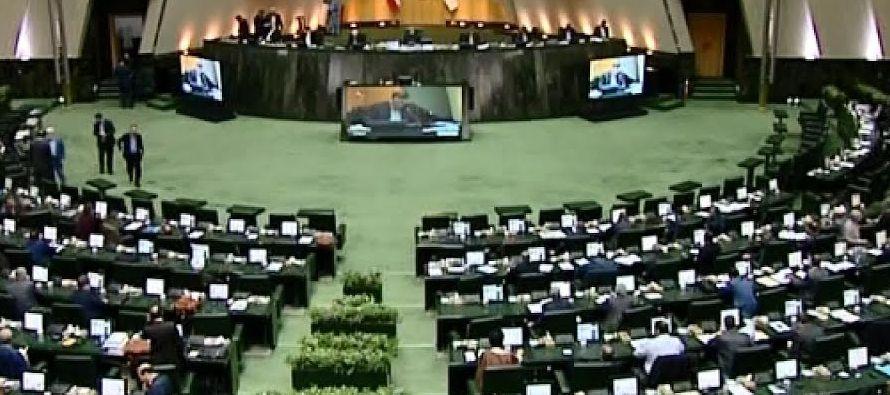 El legislativo iraní celebró hoy una sesión extraordinaria para evaluar la...