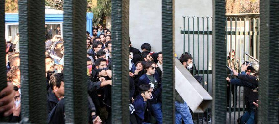 Por su parte, el vicefiscal de la ciudad de Mashad (noreste de Irán), Hasan Heidarí,...