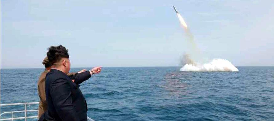 Tras elogiar los comentarios de Kim, el presidente de Corea del Sur, Moon Jae-in, pidió a su...