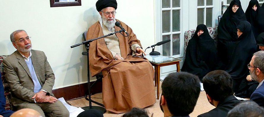La mayor ola de protestas callejeras contra el Gobierno de Teherán desde 2009, con...