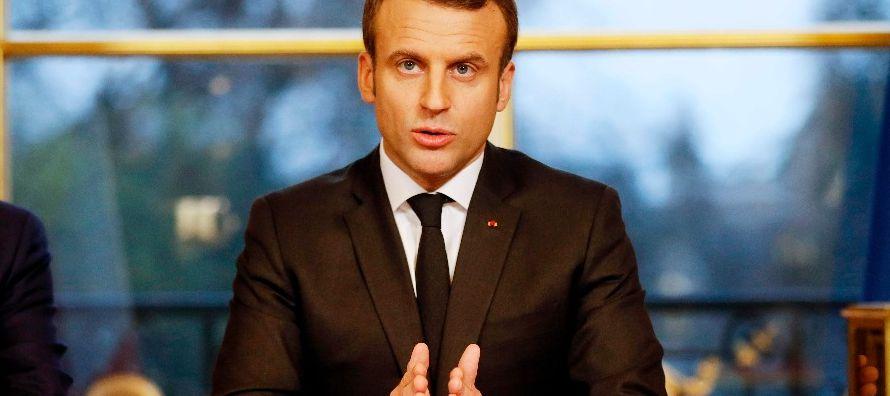 El primer ministro francés, Edouard Philippe, fue el encargado de informar hoy a la prensa...