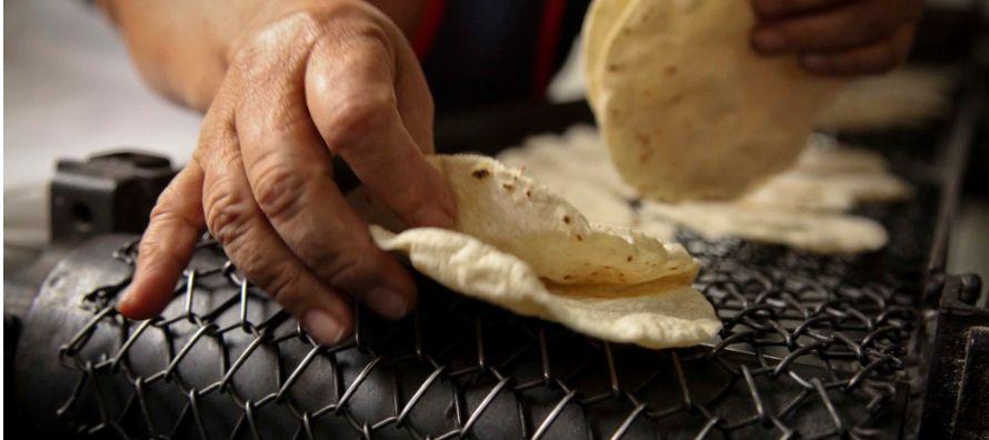 El alza siguió al anuncio de la Unión Nacional de Industriales de Molinos y Tortillas...