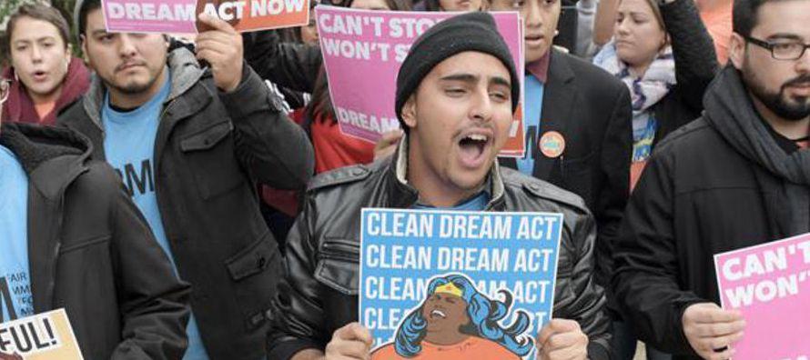 El republicano Michael Chertoff y los demócratas Janet Napolitano y Jeh Johnson enviaron una...