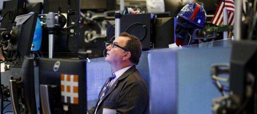 El Dow Jones, que arrastraba su marca histórica del 28 de diciembre, alcanzó hoy un...