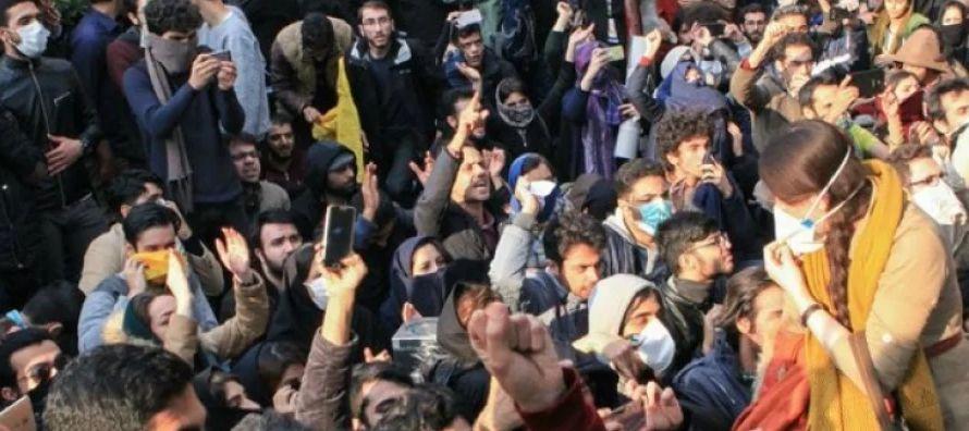 """En este contexto, por la tarde. el comandante del Pasdaran declaró que """"la revuelta en..."""