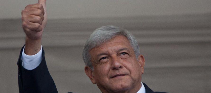 López Obrador, que hasta la fecha lidera las encuestas en la campaña, prometió...