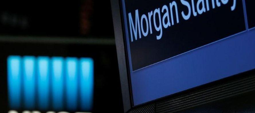 El impacto en la utilidad del banco incluirá alrededor de 1,400 millones de dólares...