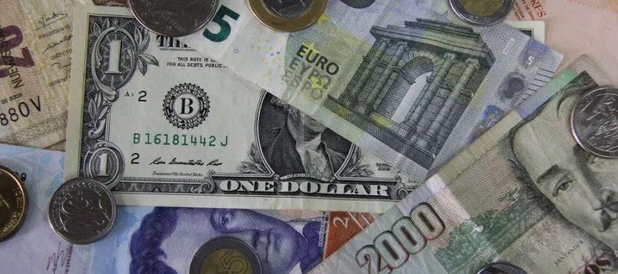 En diciembre, el dólar sí avanzó más de un 2 por ciento ya que los...