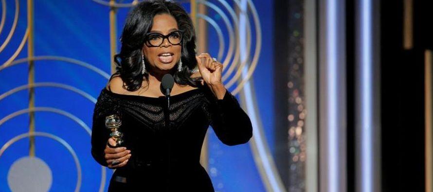 En su discurso, Winfrey alabó a las mujeres que compartieron sus historias de acoso y abuso...