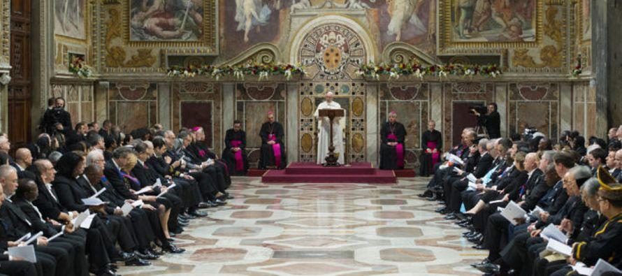 El Papa ha dirigido un pensamiento particular a israelíes y palestinos: La Santa Sede invita...