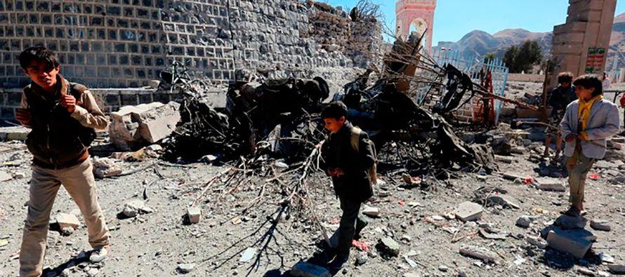 Según las mismas fuentes, el convoy fue blanco de otras dos explosiones con dos artefactos...