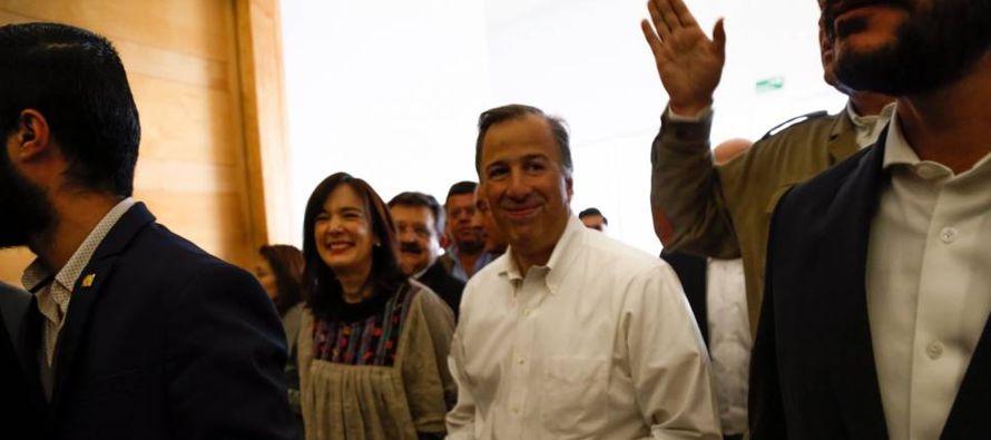 La campaña por la disputa presidencial en México prometía choque de trenes,...