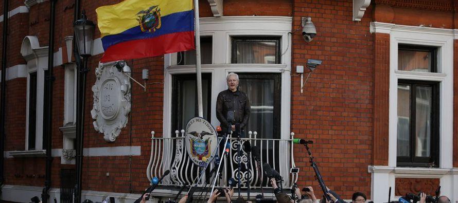 Greg Barns, un abogado que asesora a Assange y a WikiLeaks, dijo en entrevista telefónica...