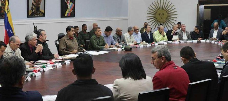 A su llegada anoche a la sede de esta cita, el ministro venezolano de Comunicación e...