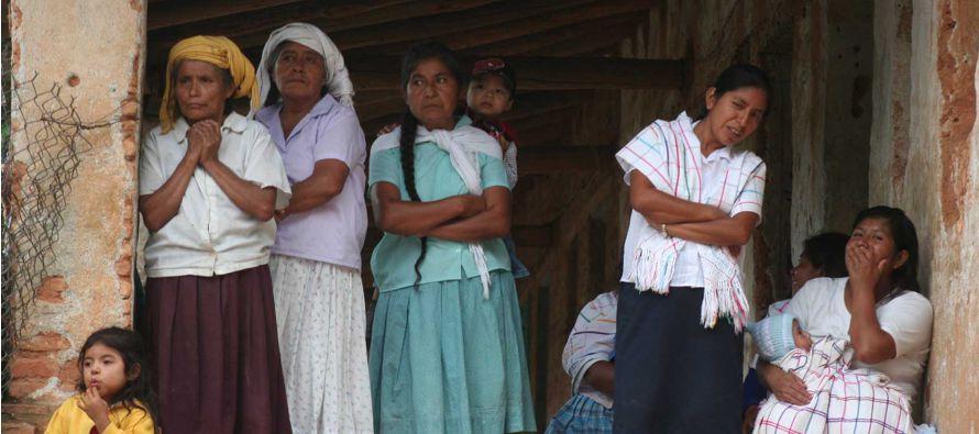 Para combatir esta discriminación, la FAO lleva a cabo programas de capacitación...