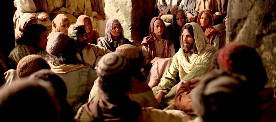 En aquel tiempo, Jesús salió de nuevo por la orilla del mar, toda la gente...