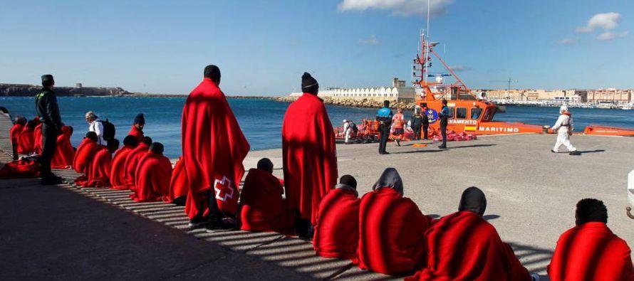 Una fuente de seguridad explicó a Efe que los inmigrantes de la segunda patera...