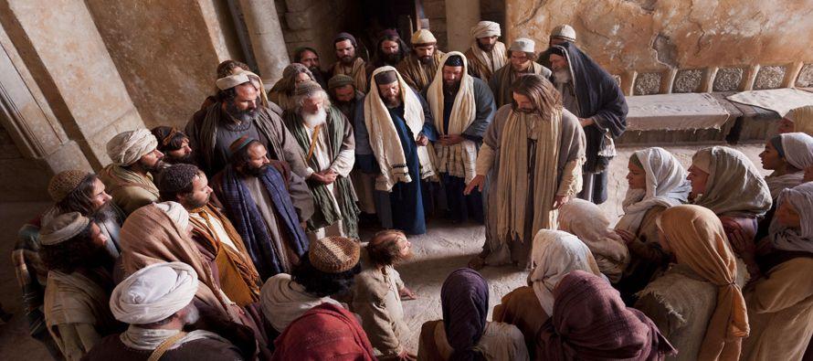 Entonces, mirándoles con ira, apenado por la dureza de su corazón, dice al hombre:...