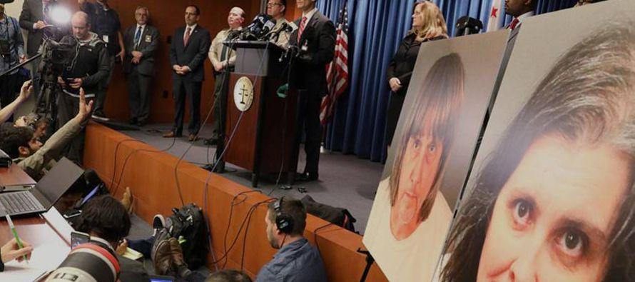 La rueda de prensa del fiscal del distrito de Riverside, Mike Hestrin, para explicar los cargos...