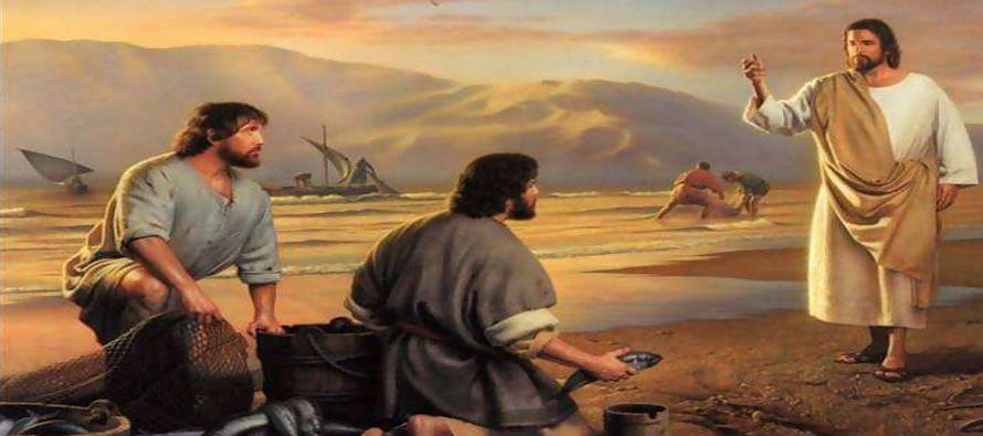 Caminando un poco más adelante, vio a Santiago, el de Zebedeo, y a su hermano Juan; estaban...