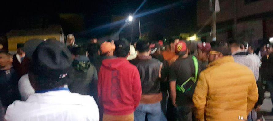 En la noche del lunes, unos 200 pobladores de San Juan Tuxco, comunidad perteneciente al municipio...