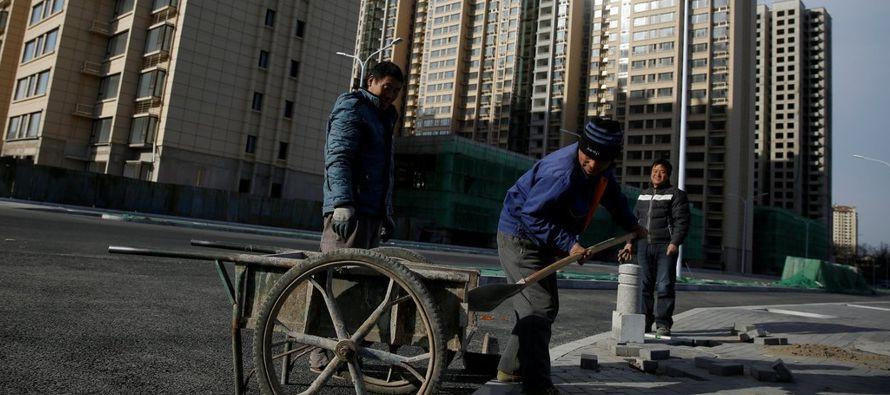 El año pasado, el ritmo de crecimiento de la economía de China se aceleró por...