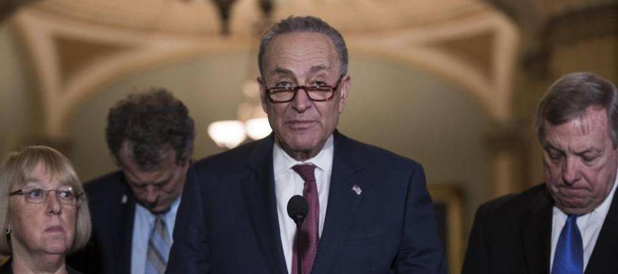 El senador por Nueva York está en una situación delicada. El ala más...