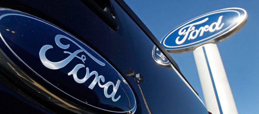 Tras aumentar sus beneficios, Ford dijo que pagará 7,500 dólares en dividendos a...
