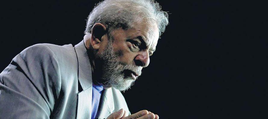 Lula supo jugar siempre con dos barajas, la del neoliberalismo y la de su apoyo a los movimientos...