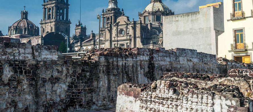 El descubrimiento de una escultura de la diosa lunar mexica Coyolxauhqui, hace 40 años, fue...