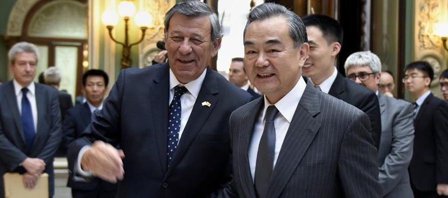 En concreto, China aboga por la explotación de petróleo, gas, recursos minerales y...