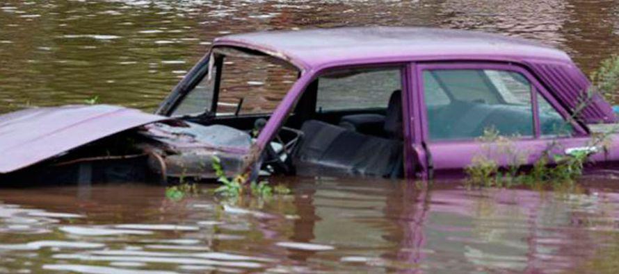 Las inundaciones provocadas por las fuertes lluvias de la tarde del domingo ocasionaron grandes...