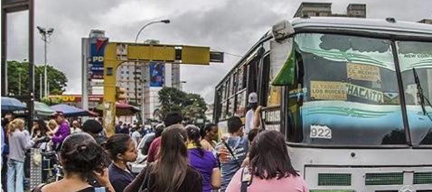 Los conductores de los cinco bloques que prestan servicio a la ciudad convocaron la protesta con el...