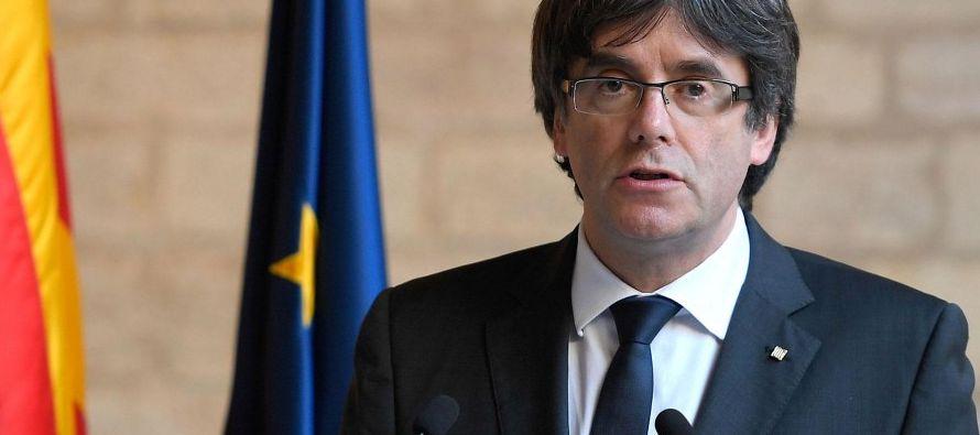 Estas confesiones de Puigdemont -que luego ha matizado- constan en unos mensajes de teléfono...