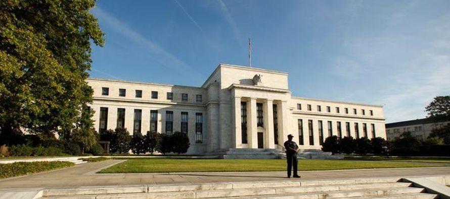 La Fed dijo que espera que la economía se expanda a un ritmo moderado y que el mercado...