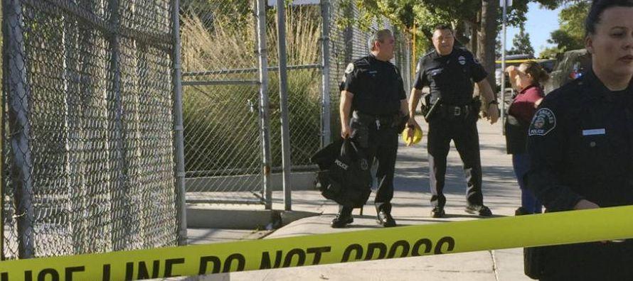 La Policía de Los Ángeles declaró como segura la escuela Sal Castro Middle...