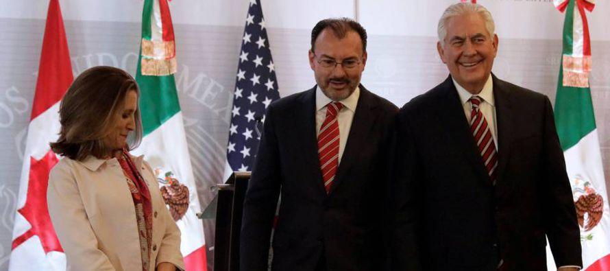 La visita de Tillerson a México llegaba con el polémico plan de la...