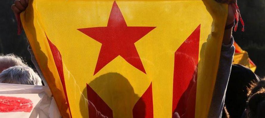 Ante el cerco judicial promovido por el Gobierno español para impedir que Puigdemont vuelva...