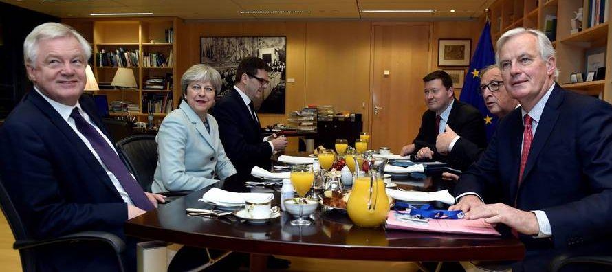 El exministro francés de Exteriores (2004-2005) se reunió hoy en Londres con la...