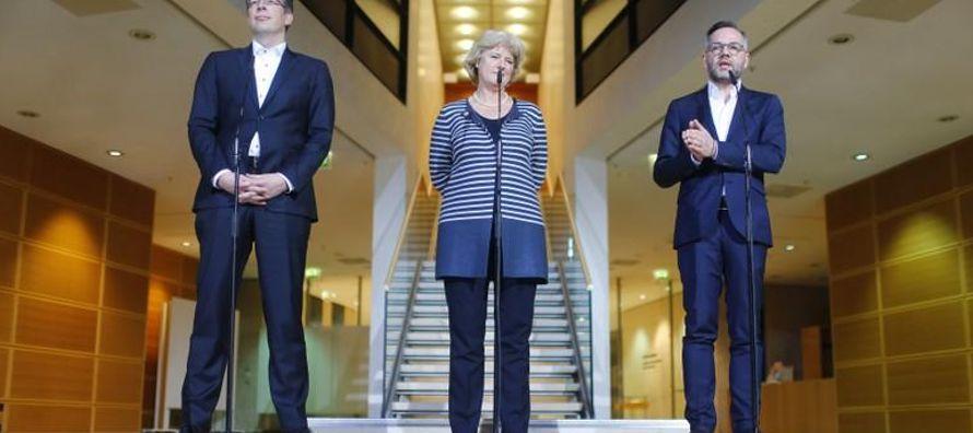 Los negociadores del partido conservador de la canciller alemana, Angela Merkel, y los...