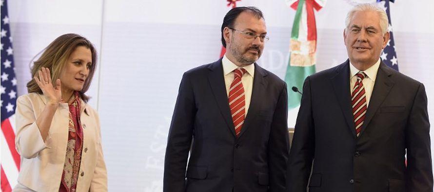 Videgaray señaló que miles de inmigrantes mexicanos protegidos bajo DACA son...