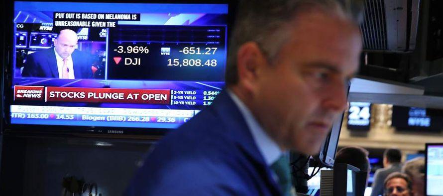 El principal indicador de Wall Street llegó a descender en el clímax de la jornada...