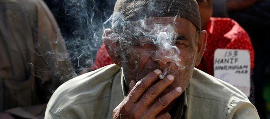 En una revisión de la evidencia sobre los cigarrillos electrónicos encargada por la...