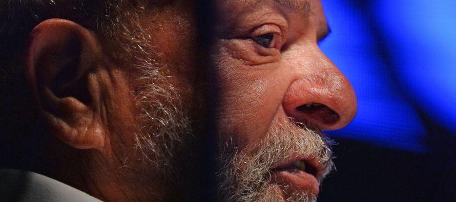 Según concluyó la justicia, Lula recibió el derecho a disfrutar de un...