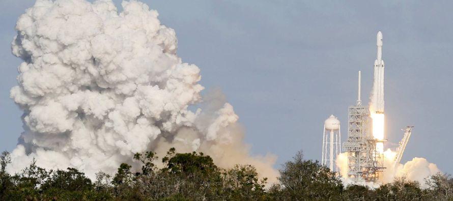 El lanzamiento, previsto para la una y media hora local, se retrasó debido al viento. Las...