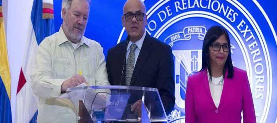 En declaraciones a la prensa, Rodríguez especificó que Tillerson, 'inmerso en...