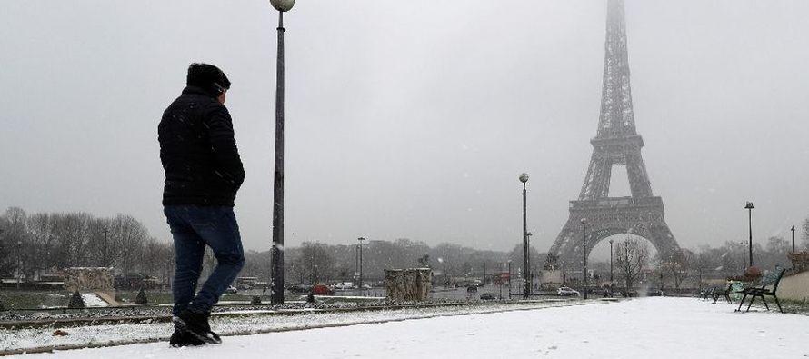 Las grandes avenidas del centro de París, normalmente colapsadas por el tráfico,...
